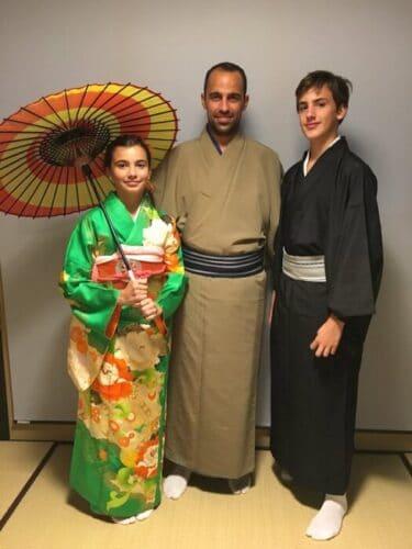 Con los niños en Japon