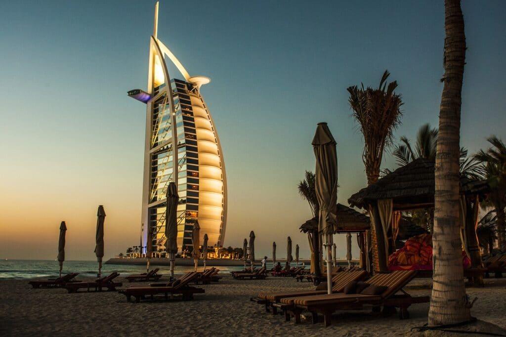 Abu Dhabi o Dubai,